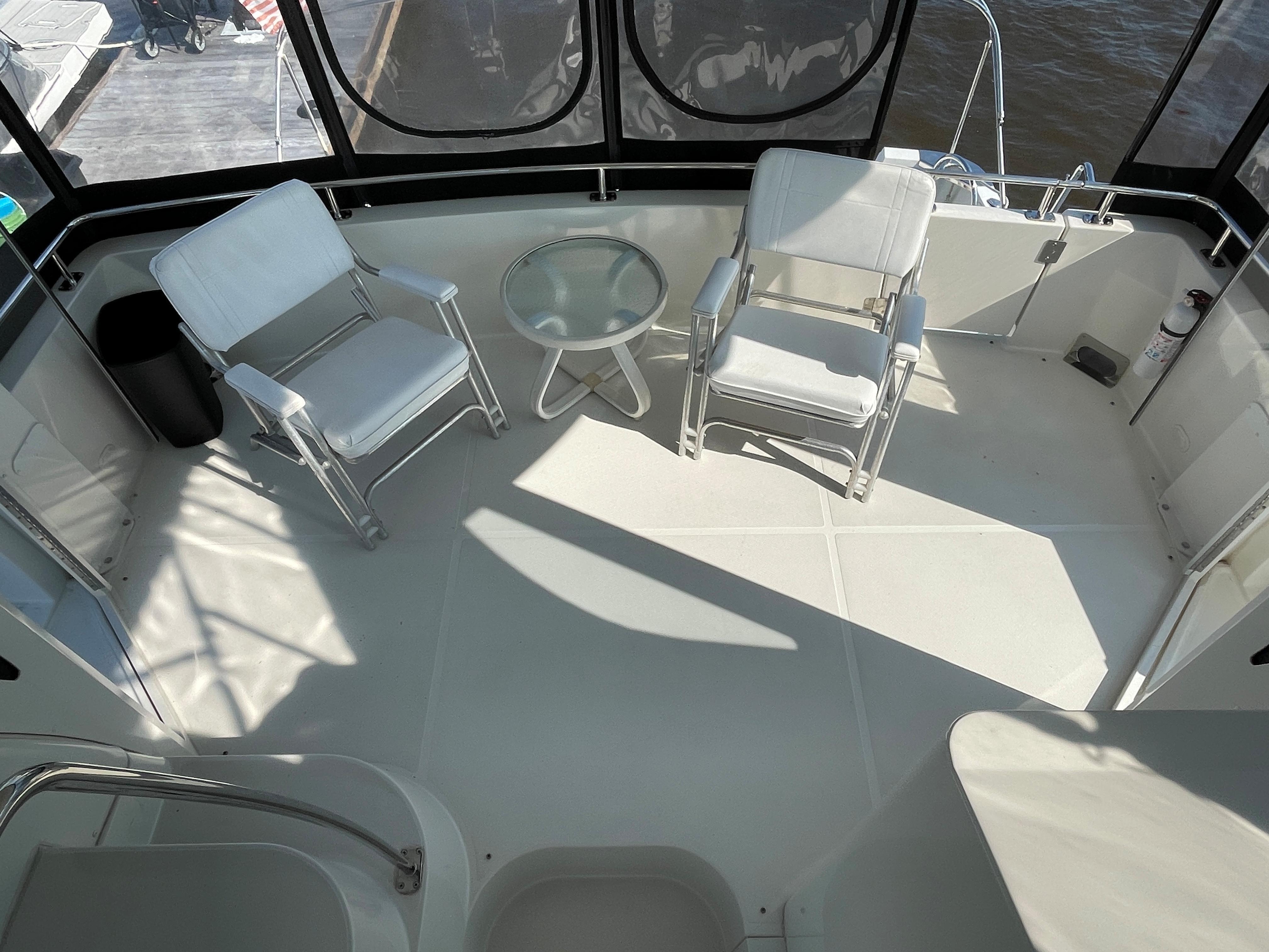 Carver 444 Cockpit Motor Yacht - Aft Deck Seating