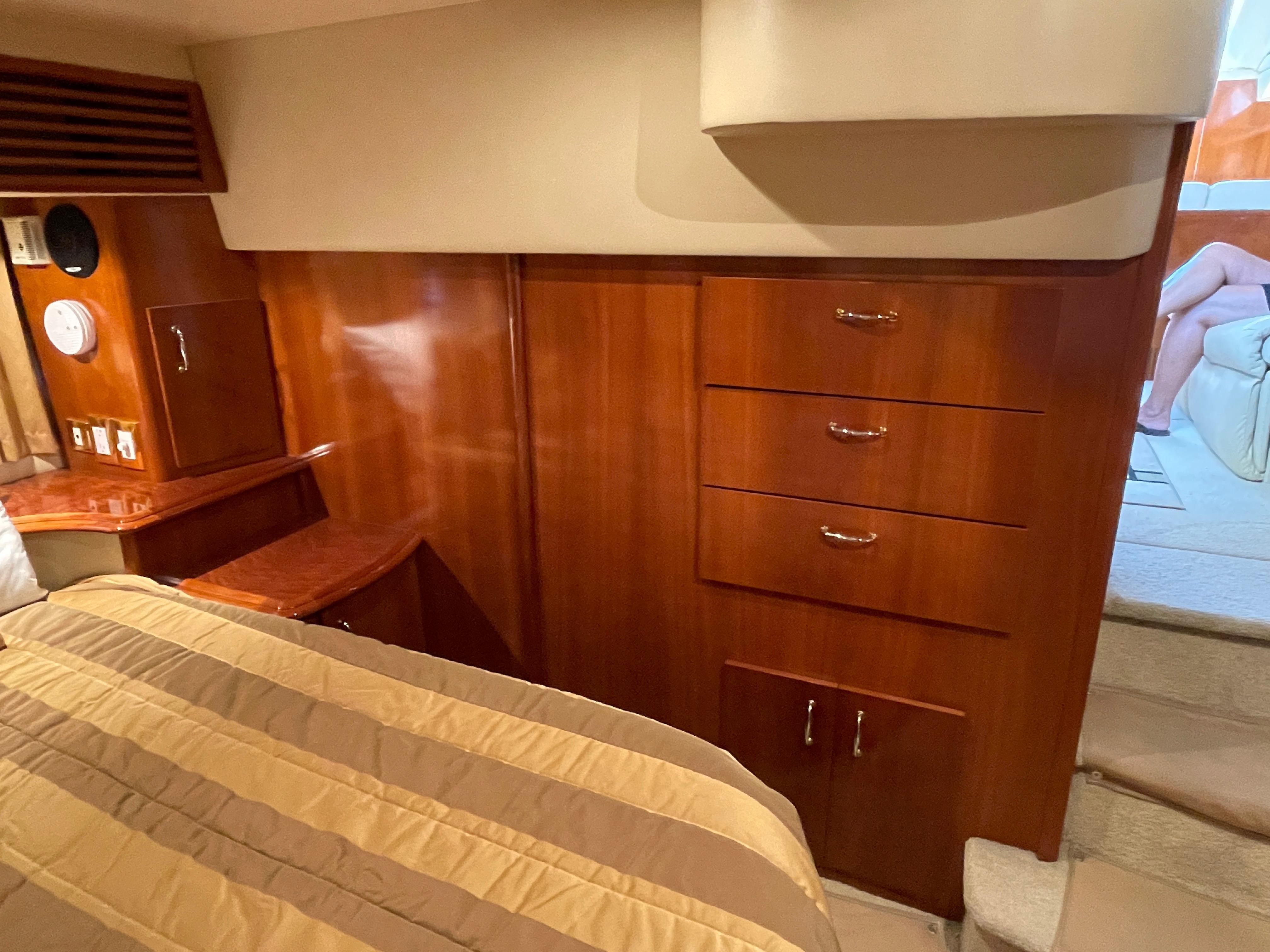Carver 444 Cockpit Motor Yacht - Built-in drawers in MSR