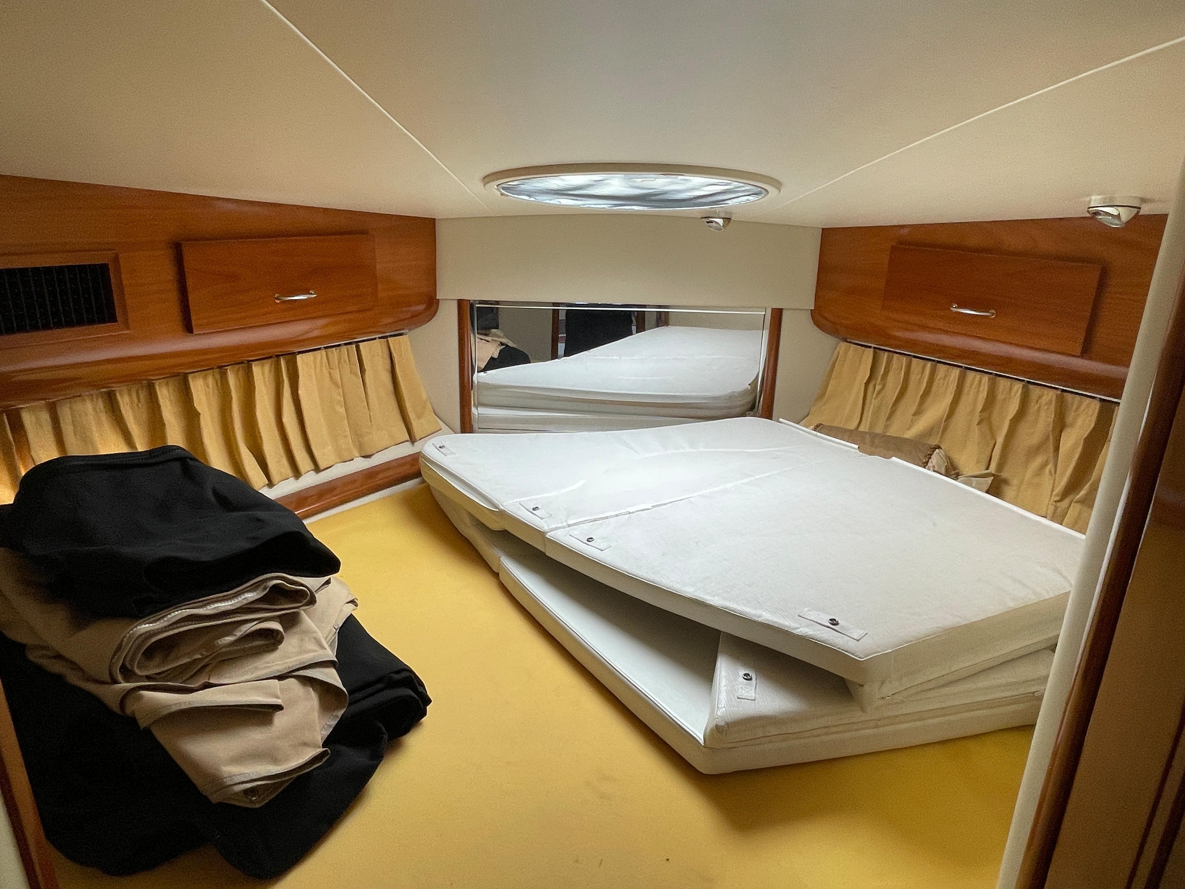Carver 444 Cockpit Motor Yacht - VIP Stateroom