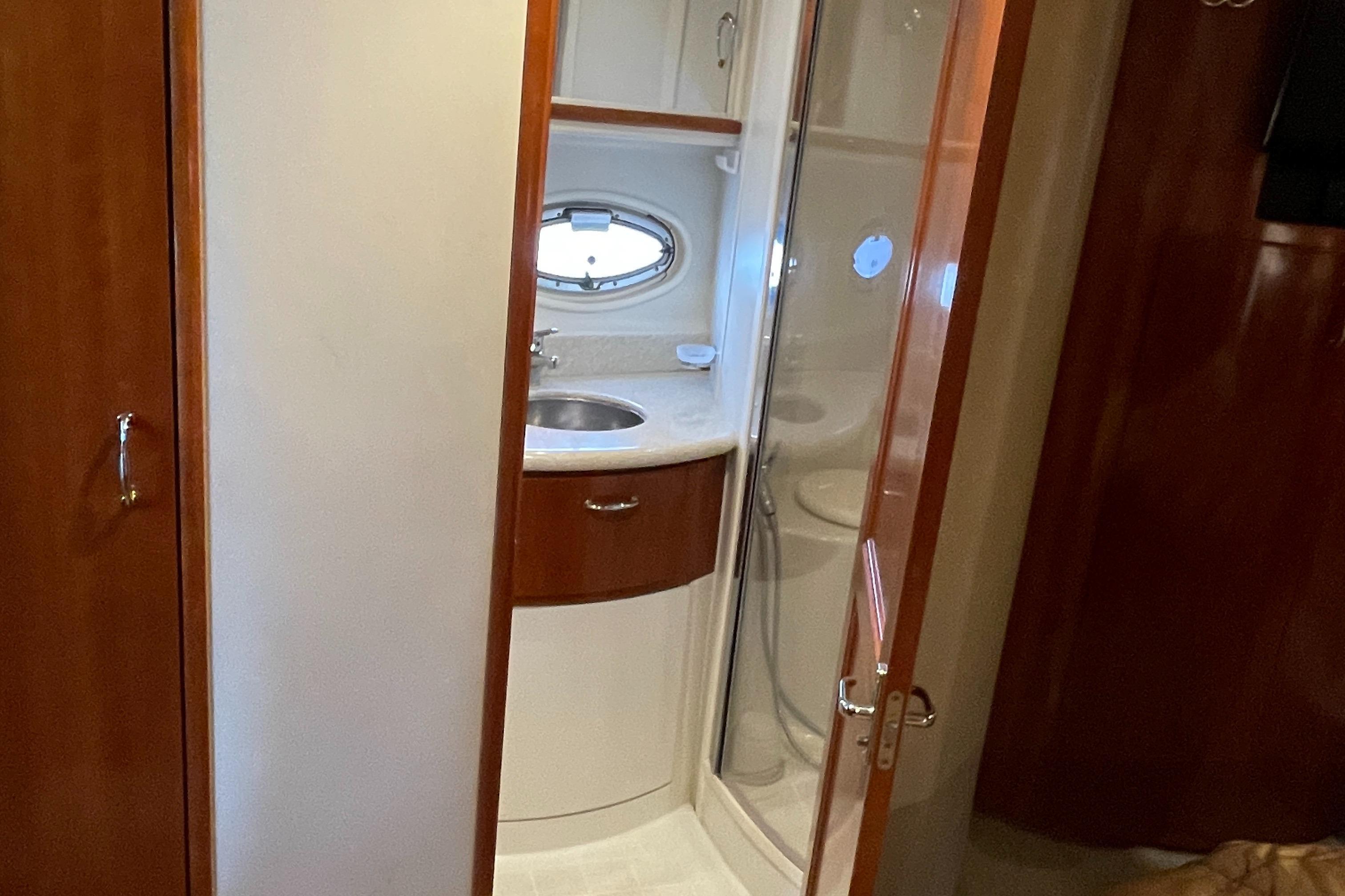 Carver 444 Cockpit Motor Yacht - Master Head entryway from MSR