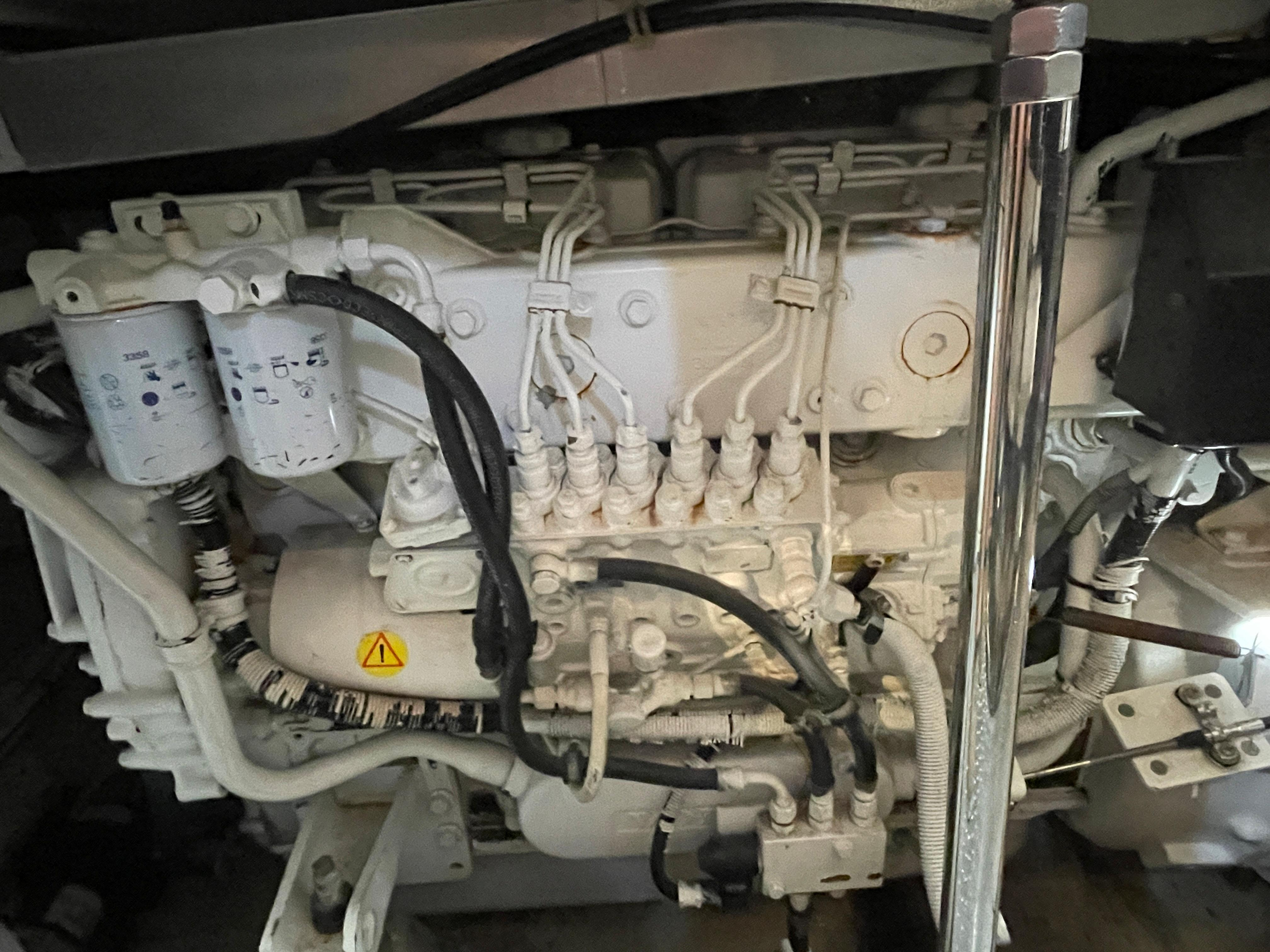Carver 444 Cockpit Motor Yacht - Volvo Penta TAMD63