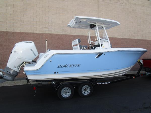 2021 Blackfin boat for sale, model of the boat is 222CC & Image # 3 of 40