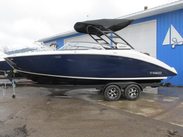 2021 Yamaha boat for sale, model of the boat is 252SD & Image # 1 of 51