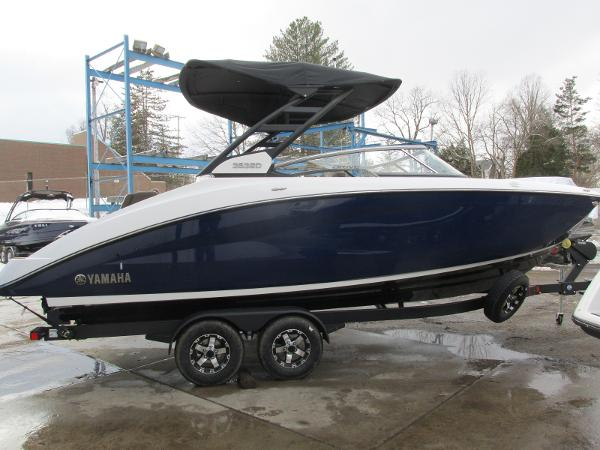 2021 Yamaha boat for sale, model of the boat is 252SD & Image # 2 of 51