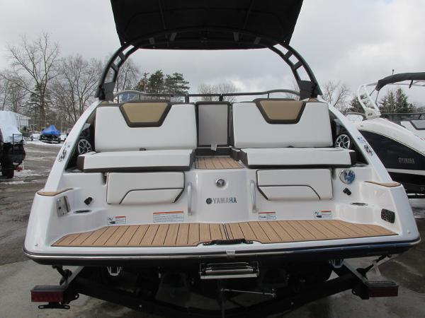 2021 Yamaha boat for sale, model of the boat is 252SD & Image # 4 of 51