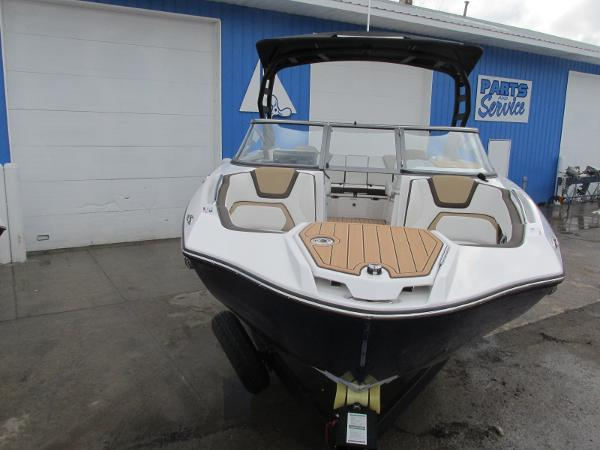 2021 Yamaha boat for sale, model of the boat is 252SD & Image # 5 of 51