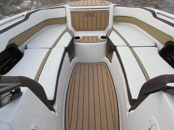 2021 Yamaha boat for sale, model of the boat is 252SD & Image # 10 of 51