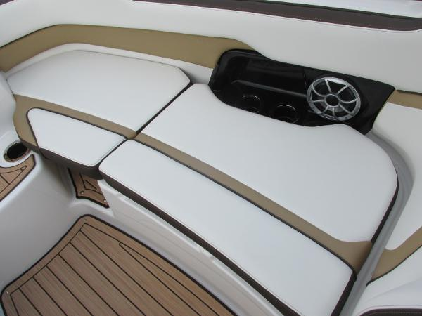 2021 Yamaha boat for sale, model of the boat is 252SD & Image # 13 of 51