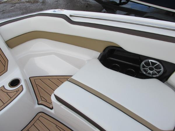 2021 Yamaha boat for sale, model of the boat is 252SD & Image # 15 of 51