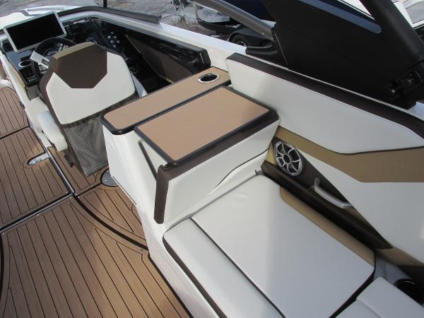 2021 Yamaha boat for sale, model of the boat is 252SD & Image # 25 of 51