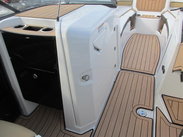 2021 Yamaha boat for sale, model of the boat is 252SD & Image # 26 of 51