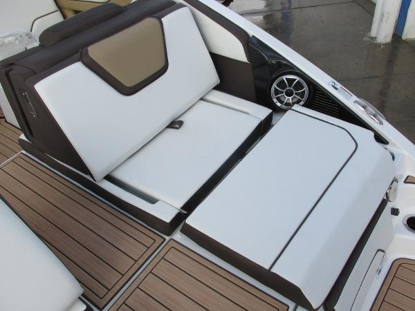 2021 Yamaha boat for sale, model of the boat is 252SD & Image # 42 of 51