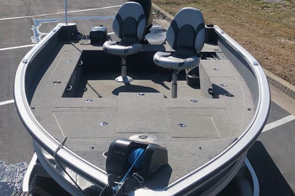 2015 Alumacraft boat for sale, model of the boat is Competitor 175 LE & Image # 3 of 9