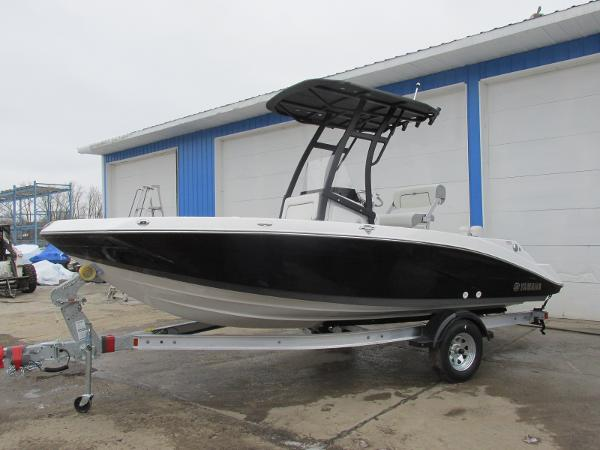 2021 Yamaha boat for sale, model of the boat is 195 FSH SPORT & Image # 1 of 35