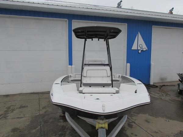 2021 Yamaha boat for sale, model of the boat is 195 FSH SPORT & Image # 5 of 35