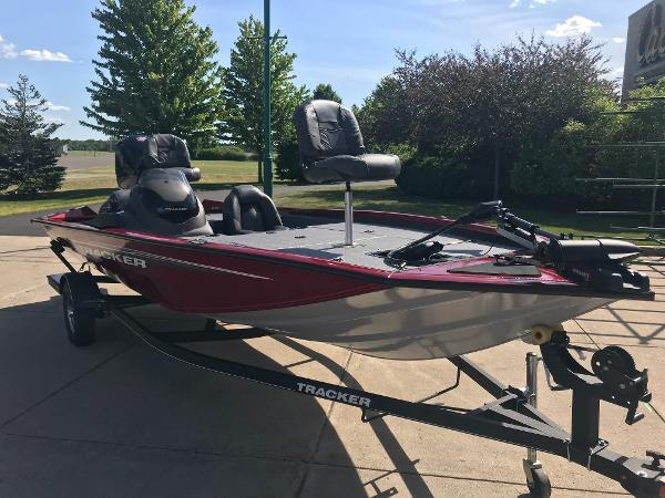 2020 Tracker Boats boat for sale, model of the boat is Pro Team 195 TXW & Image # 7 of 53
