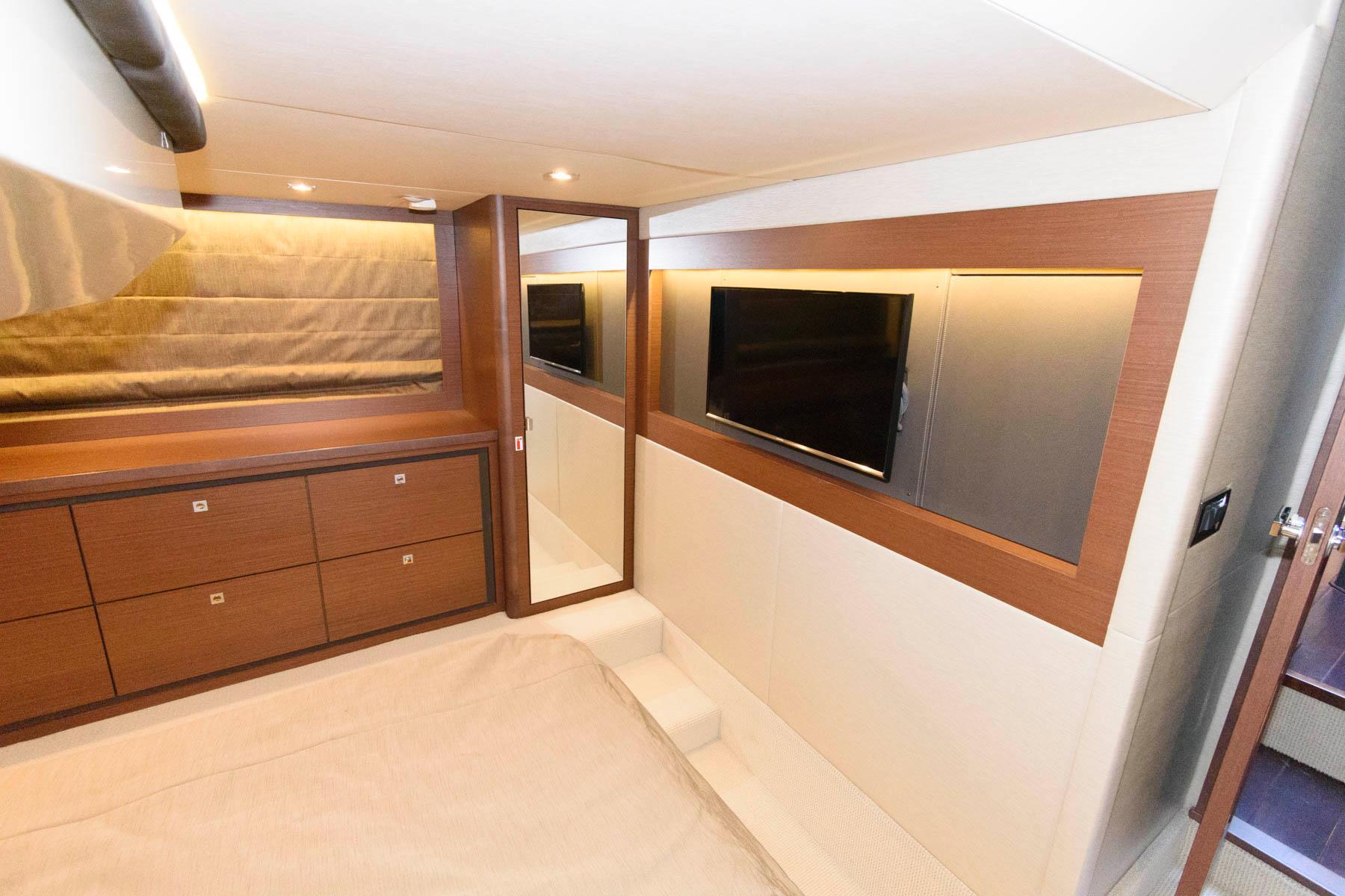 M 5830 KB Knot 10 Yacht Sales