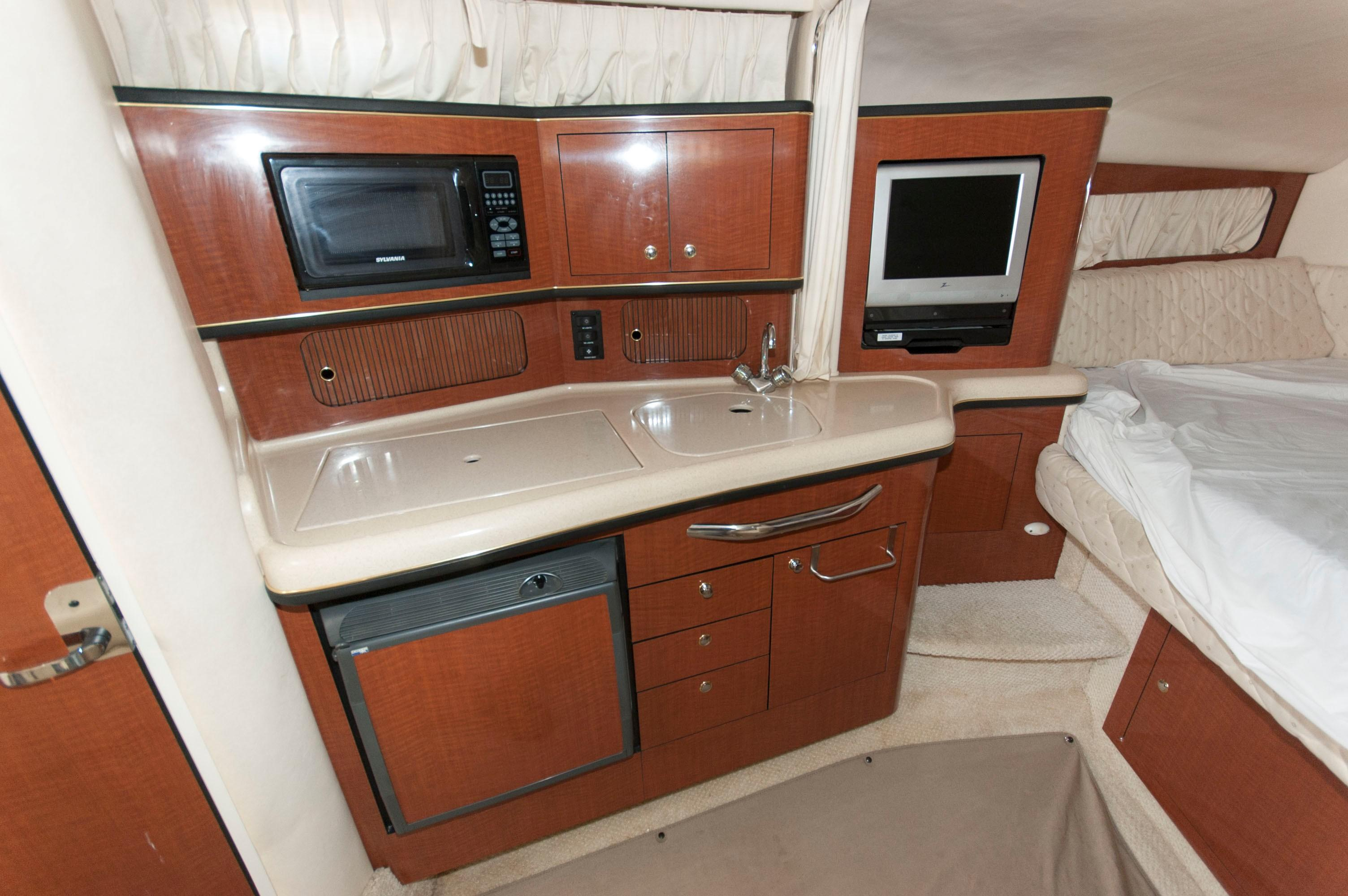 M 6488 TW Knot 10 Yacht Sales
