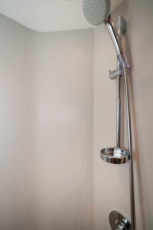 2017 60 Princess Flybridge Elisea Guest Shower