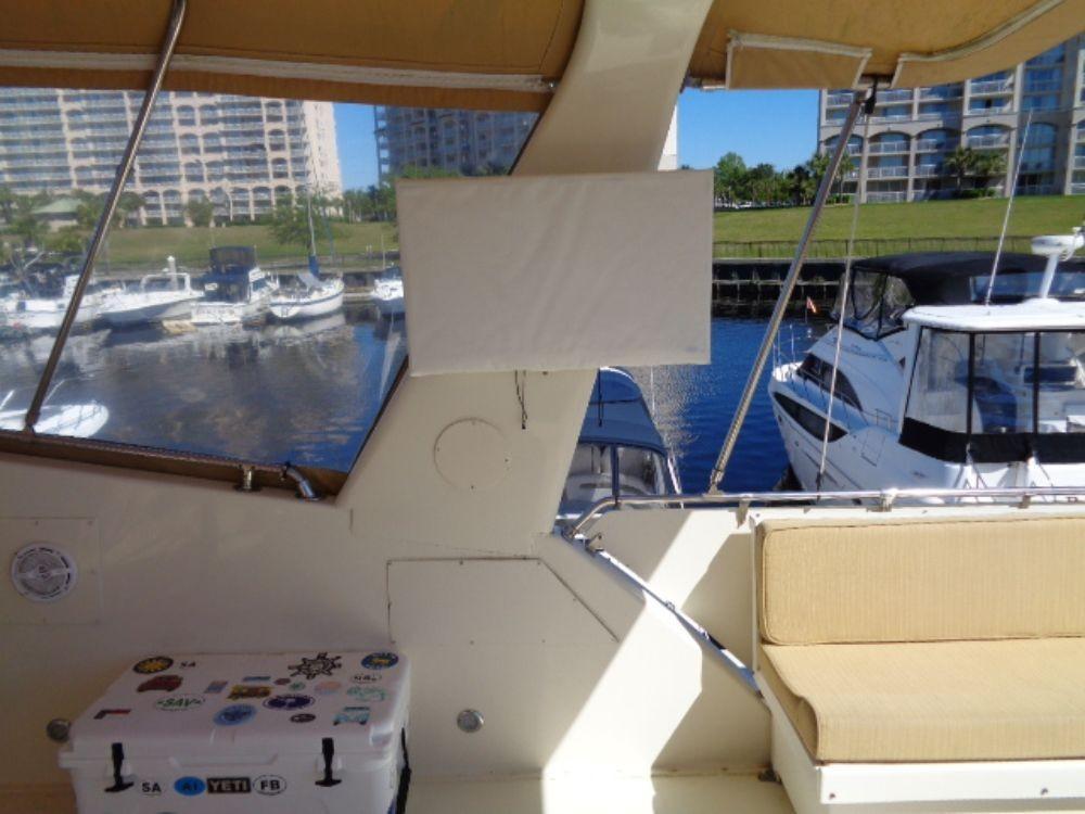 Hatteras 61 Motor Yacht - Bridge TVs SB&Port