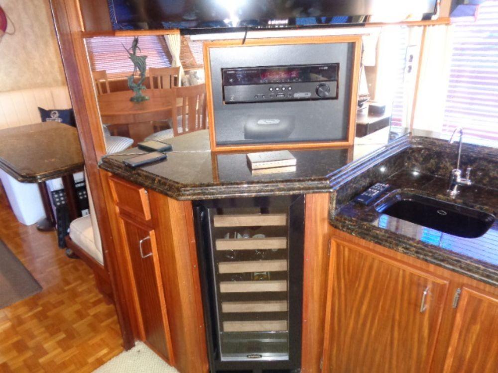 Hatteras 61 Motor Yacht - Wine Cooler/Wet Bar