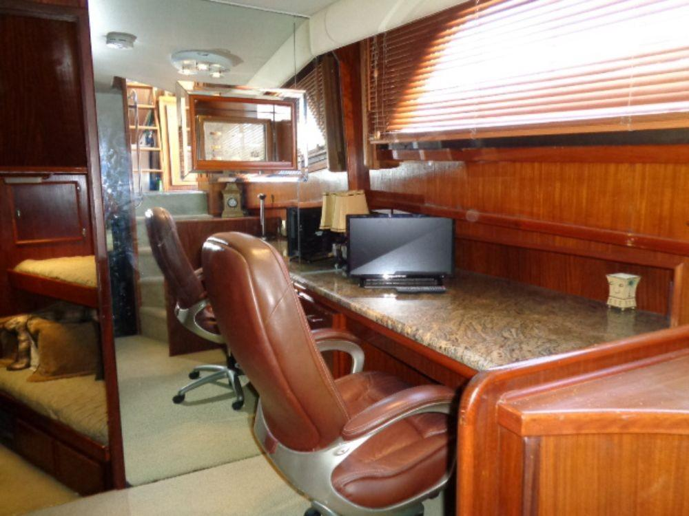 Hatteras 61 Motor Yacht - Office 2