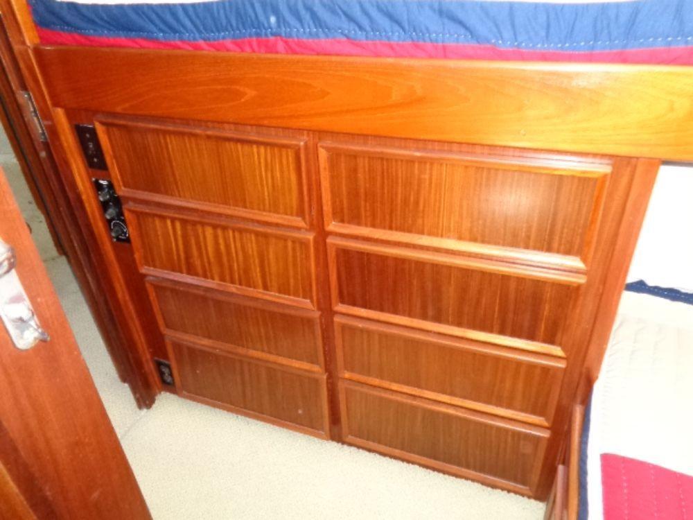 Hatteras 61 Motor Yacht - Cabin Storage