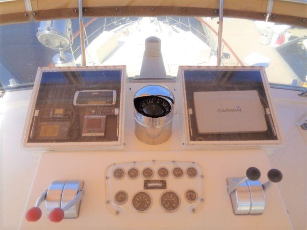 Hatteras 61 Motor Yacht - Upper Helm 3