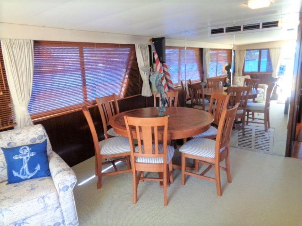 Hatteras 61 Motor Yacht - Dining/poker Room View