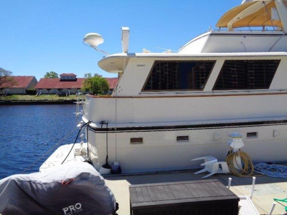 Hatteras 61 Motor Yacht - Starboard Corner