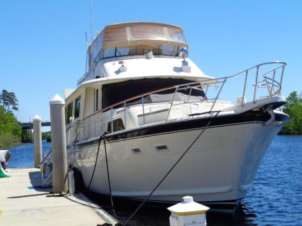 Hatteras 61 Motor Yacht - Bow To Starboard