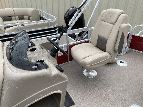 2021 Sun Tracker boat for sale, model of the boat is FB 20 DLX - NWW & Image # 7 of 10