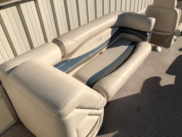 2003 Bennington boat for sale, model of the boat is 2575 RSF & Image # 13 of 29