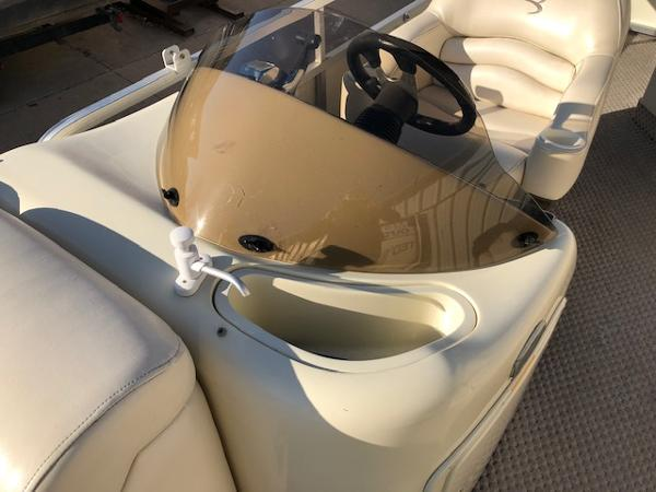 2003 Bennington boat for sale, model of the boat is 2575 RSF & Image # 14 of 29