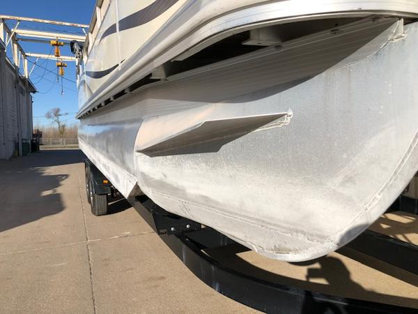 2003 Bennington boat for sale, model of the boat is 2575 RSF & Image # 16 of 29