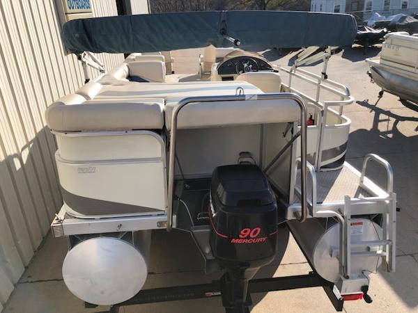 2003 Bennington boat for sale, model of the boat is 2575 RSF & Image # 2 of 29
