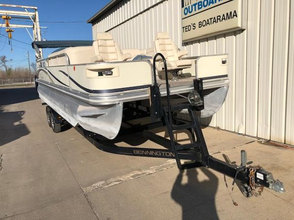 2003 Bennington boat for sale, model of the boat is 2575 RSF & Image # 6 of 29