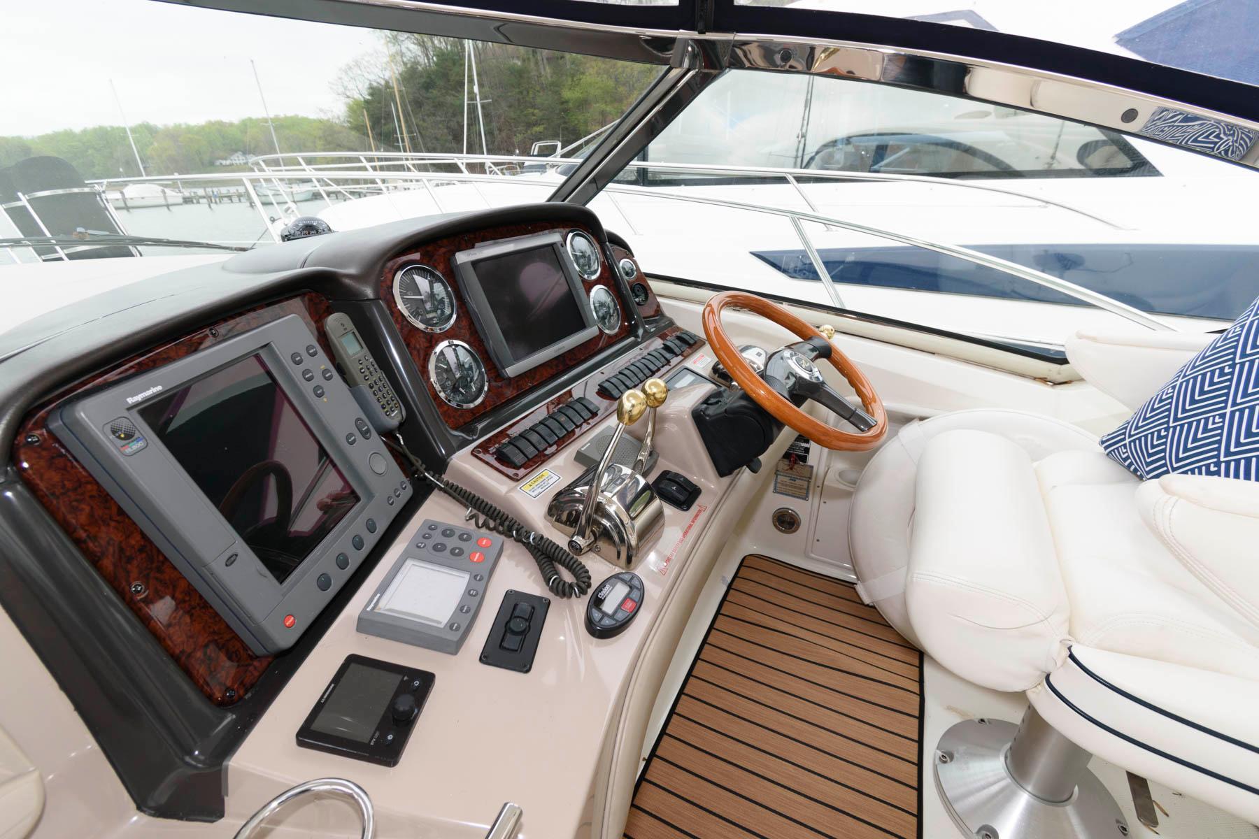 M 6074 KB Knot 10 Yacht Sales
