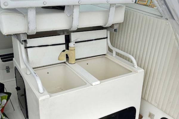 1991 Boston Whaler boat for sale, model of the boat is 31' & Image # 20 of 26