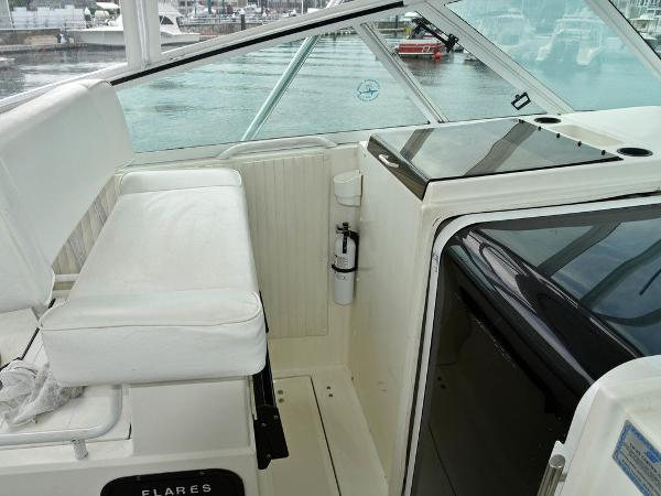 1991 Boston Whaler boat for sale, model of the boat is 31' & Image # 22 of 26