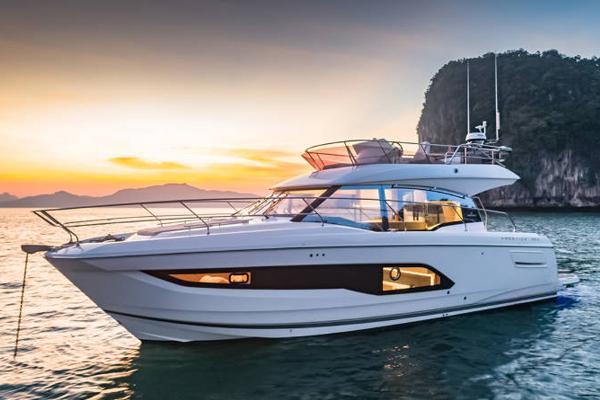 2021 Prestige 420 Flybridge thumbnail