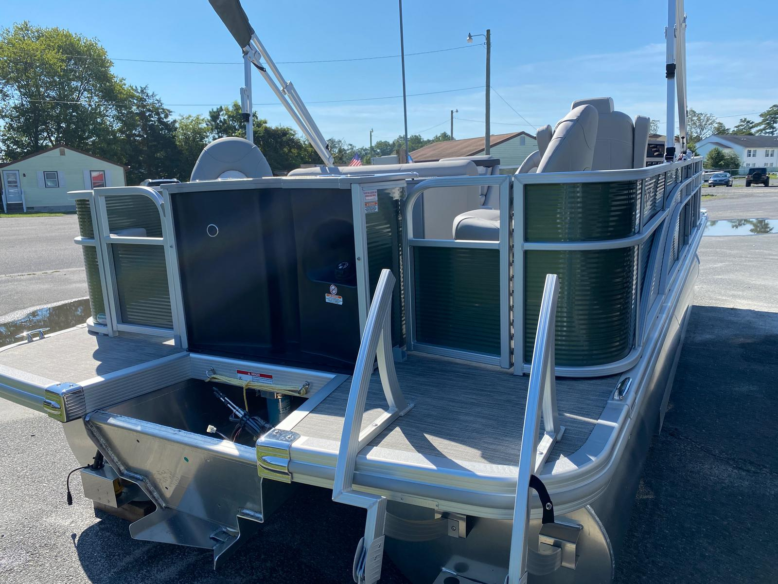 2020 Bennington boat for sale, model of the boat is 23 SFXAPGP - Dual Stern Gates Elliptical Toon & Image # 2 of 10