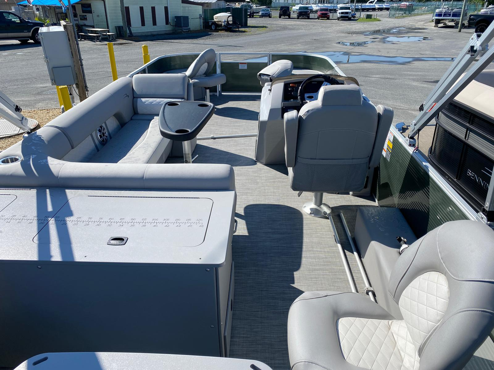 2020 Bennington boat for sale, model of the boat is 23 SFXAPGP - Dual Stern Gates Elliptical Toon & Image # 3 of 10