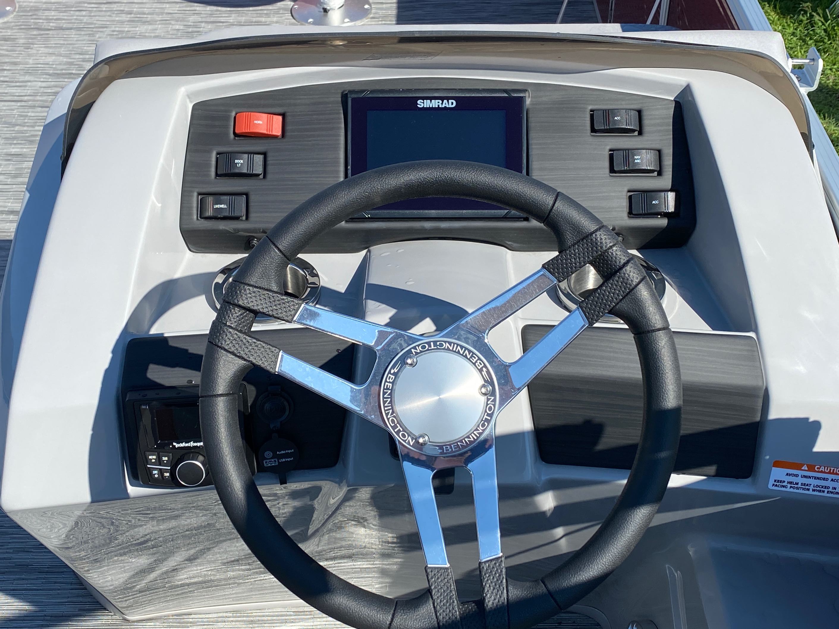 2020 Bennington boat for sale, model of the boat is 22 SFXAPGP - Dual Stern Gates & Image # 5 of 12
