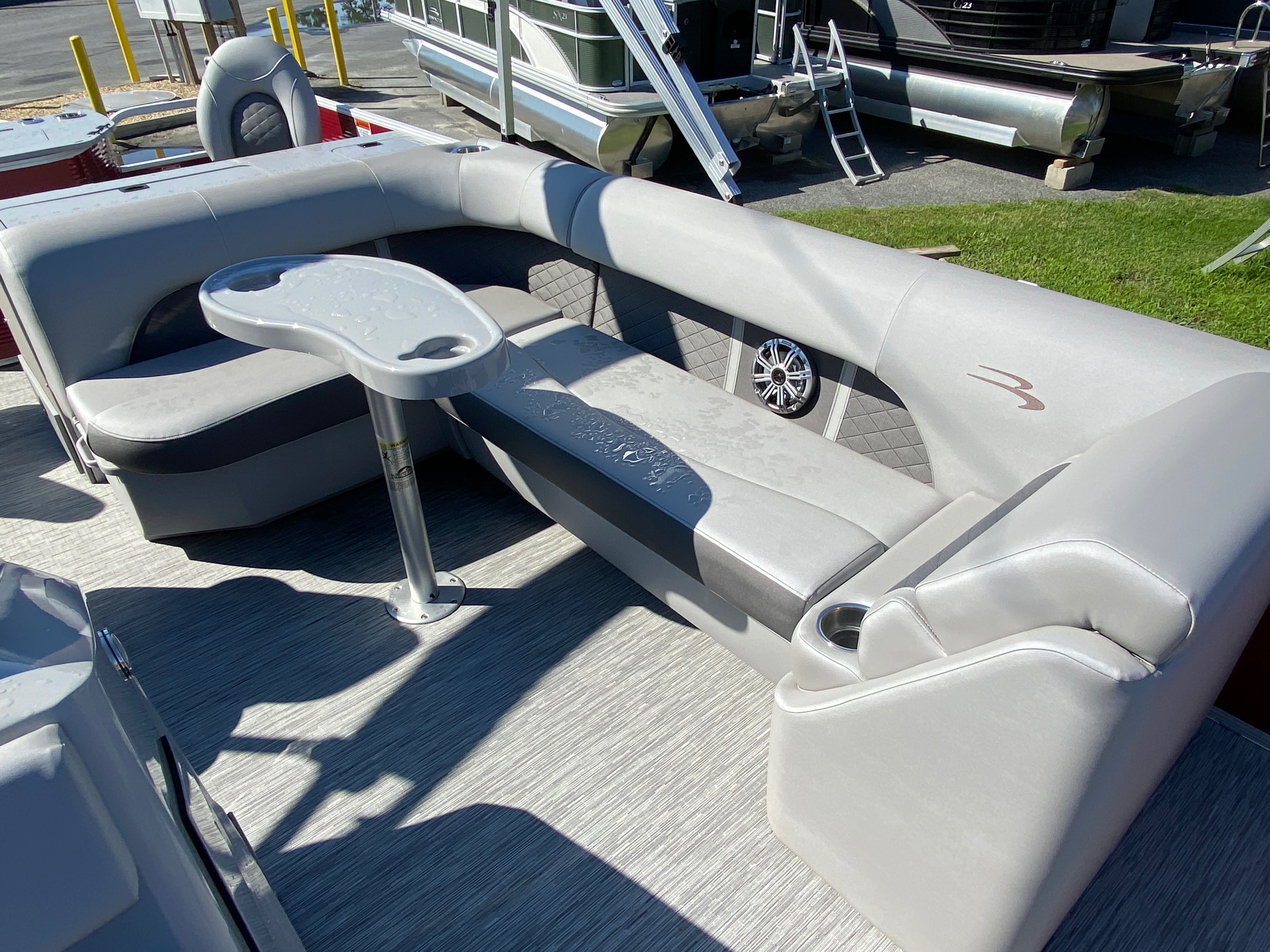 2020 Bennington boat for sale, model of the boat is 22 SFXAPGP - Dual Stern Gates & Image # 12 of 12