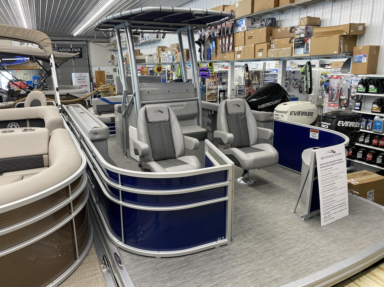 2020 Bennington boat for sale, model of the boat is 22 SCCTTX Center Console Tri-Toon & Image # 3 of 12