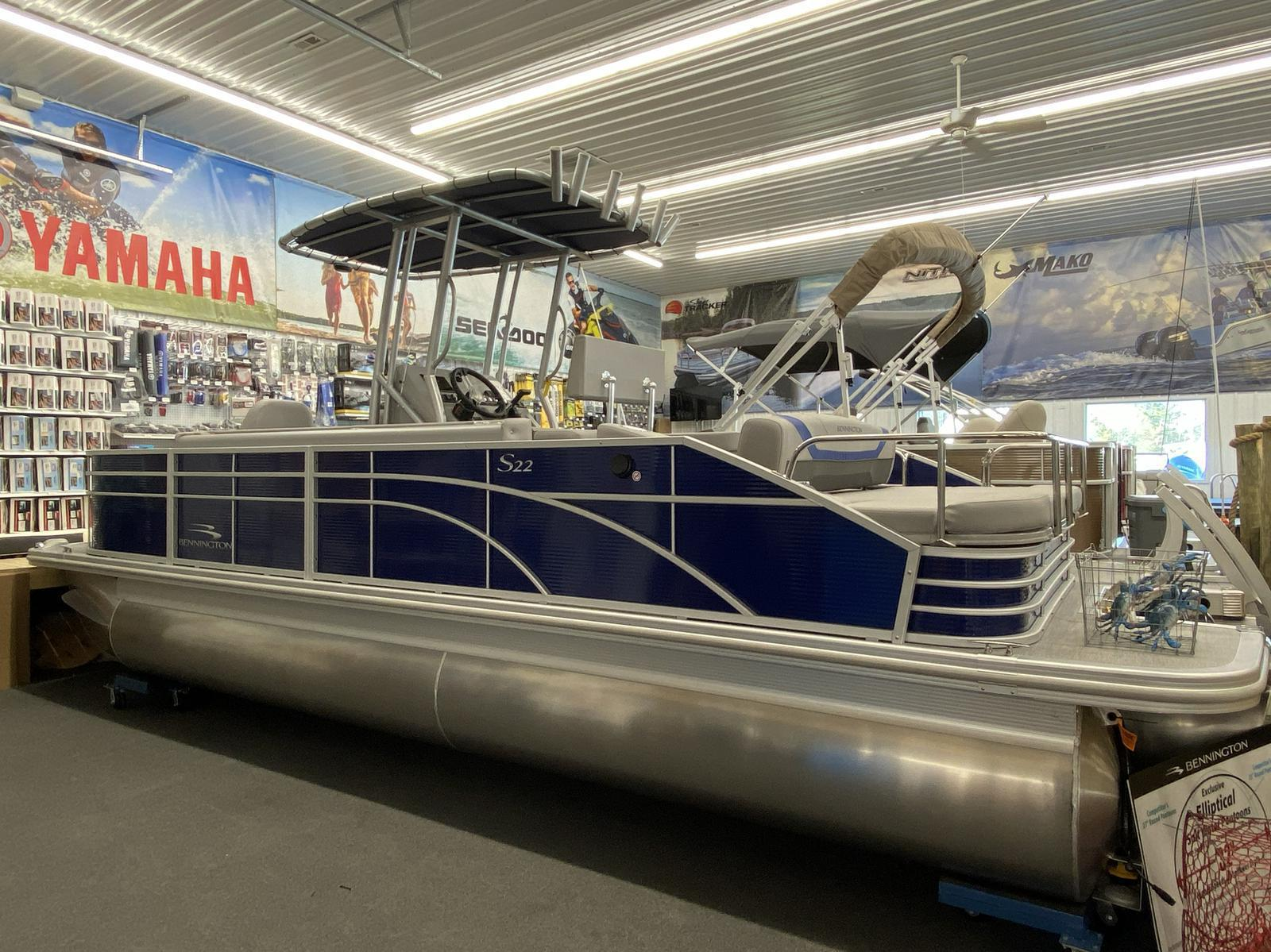2020 Bennington boat for sale, model of the boat is 22 SCCTTX Center Console Tri-Toon & Image # 6 of 12