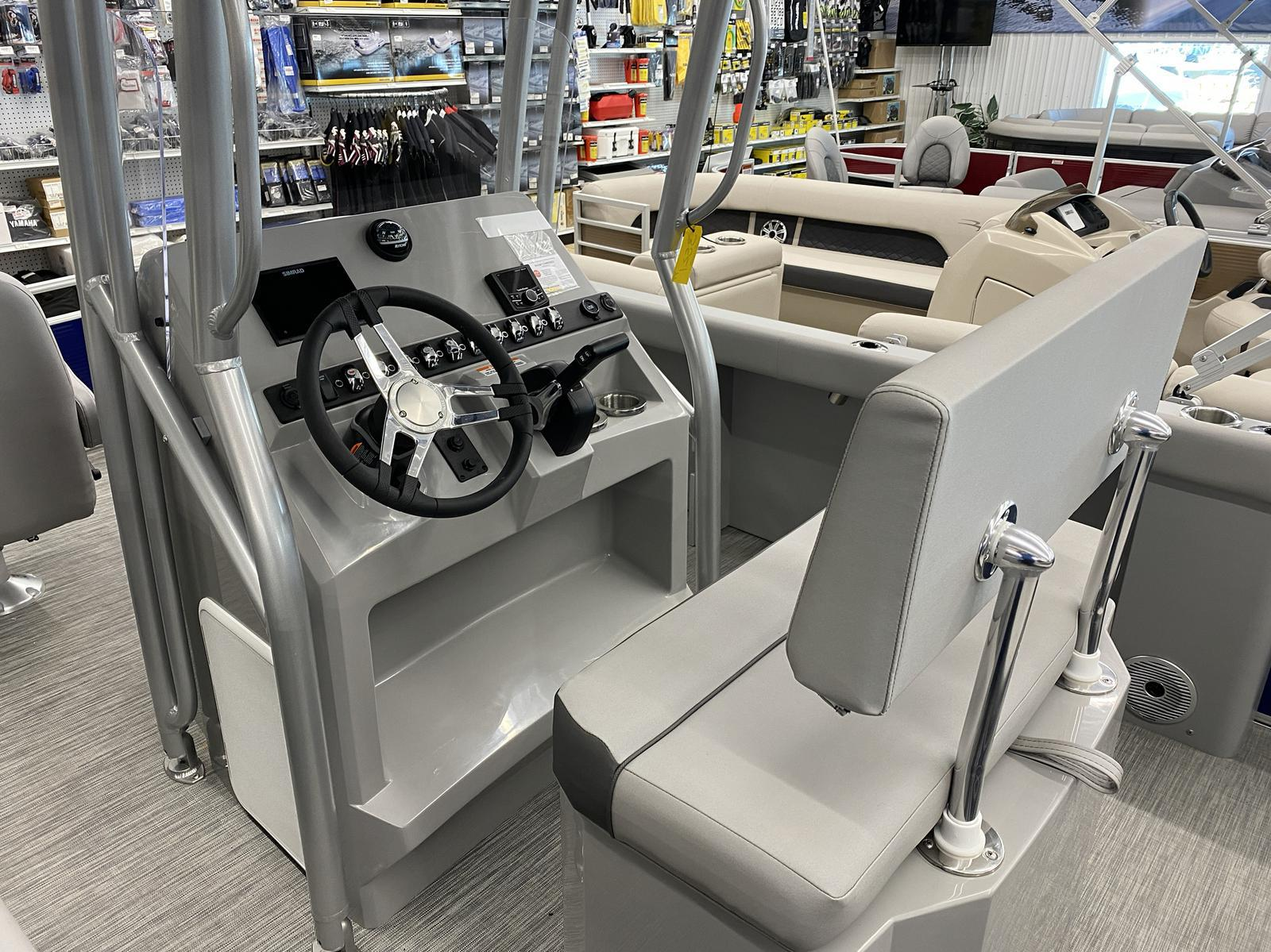 2020 Bennington boat for sale, model of the boat is 22 SCCTTX Center Console Tri-Toon & Image # 9 of 12