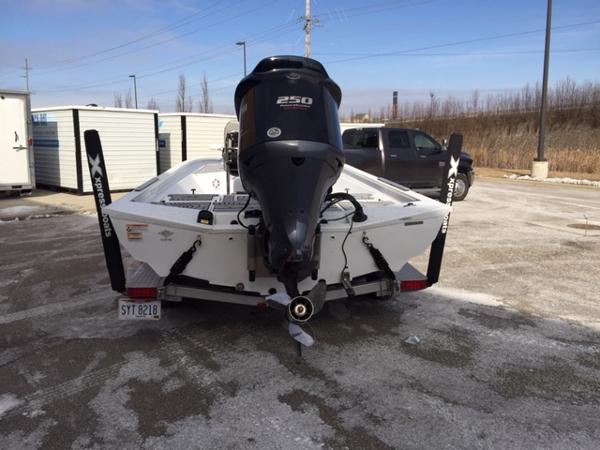 2020 Alumaweld boat for sale, model of the boat is Xpress H24B & Image # 2 of 9