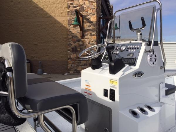 2020 Alumaweld boat for sale, model of the boat is Xpress H24B & Image # 3 of 9